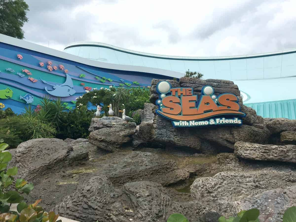 The Seas with Nemo & Friends and Dolphin Research Show #MonkeyKingdomEvent