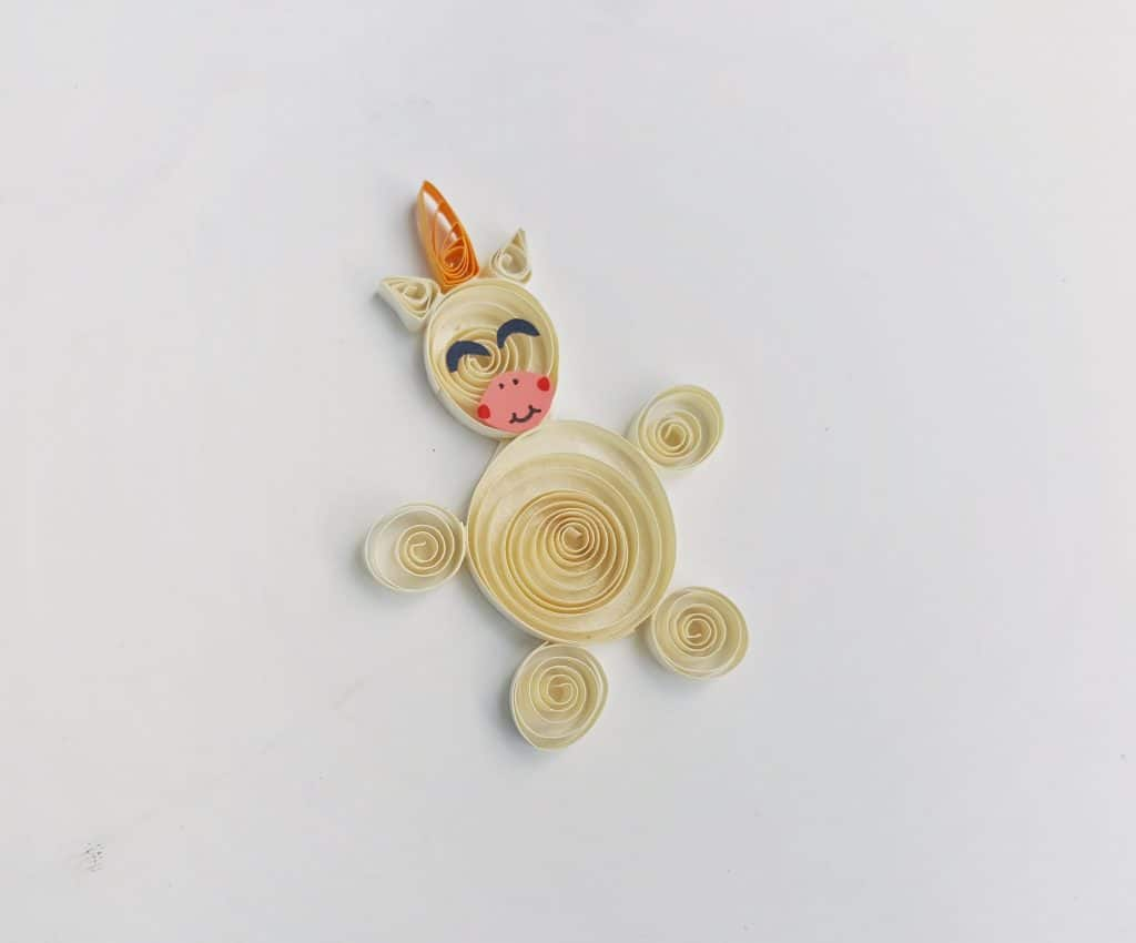 small pieces of paper quilled